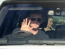 Rooney tươi cười đến kiểm tra y tế tại Everton
