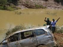 Mưa lũ cuốn trôi cả gia đình trên ô tô, 3 trong số 4 người tử nạn