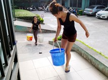 Hà Nội: Thiếu nước sinh hoạt, nhiều gia đình KĐT Đại Kim ngậm ngùi bỏ 3 triệu đồng/20 ngày mua nước sạch