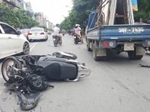 Nam thanh niên đi xe SH bất ngờ tông trực diện xe tải