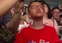 Cậu nhóc thuộc làu làu các hit của Sơn Tùng khiến fan cứng cũng bái phục!