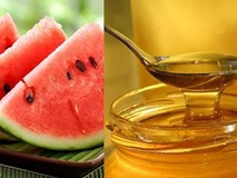 Dằm dưa hấu với mật ong làm mặt nạ, làn da căng mướt mà lại chẳng lo lão hóa ghé thăm