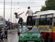 Sự thật clip cô gái 'ngáo đá' bị tài xế taxi đánh ngã lăn xuống đất ở Hải Dương