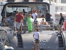 Du thuyền của Ronaldo bất ngờ bị hải quan kiểm tra