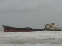 Bão đánh chìm tàu tại Cửa Lò, 13 người mất tích