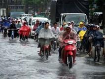 """Kinh nghiệm """"sống còn"""" khi đi xe trong mưa, bão"""