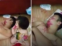 Giao hai đứa con gái cho chồng để nấu cơm, mẹ trẻ hốt hoảng ra thấy cảnh tượng này...