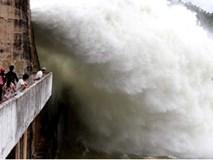 CỰC NÓNG: Chiều nay 18.7, thuỷ điện Hòa Bình phải xả lũ khẩn cấp
