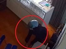 Clip: Bà bầu lẻn vào cửa hàng trộm iPhone nhanh như chớp