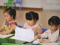 """Cho trẻ học chữ trước khi vào lớp 1: """"Thuốc bổ"""" hay """"thuốc độc""""?"""