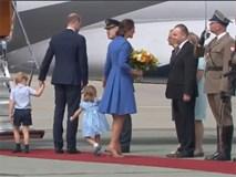 """""""Nhanh lên mẹ ơi"""", hành động đáng yêu của Công chúa nhỏ Anh Quốc khiến ai cũng lịm tim"""
