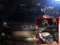 Xe Fortuner bị đốt trụi vì nghi vào làng bắt cóc trẻ em