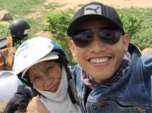 Chàng trai đưa mẹ đi phượt xuyên Việt và câu chuyện xúc động đọng lại phía sau