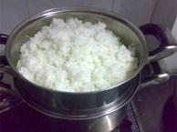 'Hô biến' cơm nguội ngon như cơm nóng sốt chỉ bằng mẹo nhỏ này