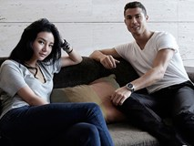 Ronaldo ghé bệnh viện thăm ái nữ nhà tỷ phú Singapore mới sinh con