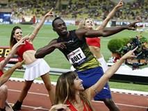 """""""Tia chớp"""" Usain Bolt ăn mừng với dàn nữ cổ vũ xinh đẹp"""