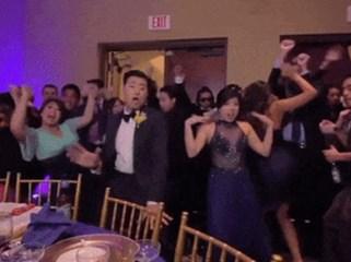 Khi cô dâu - chú rể là 'dân quẩy' đích thực thì đám cưới sẽ thành sàn diễn luôn!