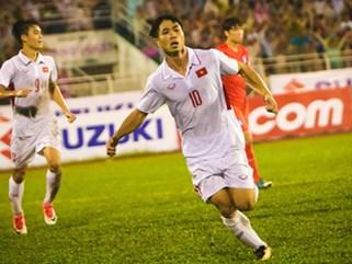 Khán giả chen lấn, đội mưa xem Công Phượng xé lưới U22 Hàn Quốc