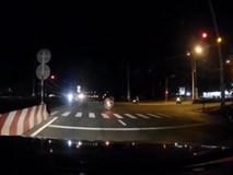 Clip xe máy vượt đèn đỏ với tốc độ 'bàn thờ', 3 người thương nặng
