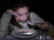 """Bộ ảnh đáng suy nghĩ về """"cơn nghiện"""" smartphone"""