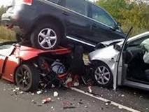 Vừa lái ô tô vừa livestream 'sống ảo', thiếu nữ gây tai nạn chết người