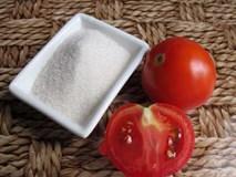 Cho đường và cà chua vào xay rồi thoa lên mặt, da bạn sẽ sớm trắng hồng rạng rỡ