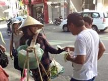 Vụ đuổi khách Tây xuống xe: 'Một số khách nước ngoài rất vô ý thức'