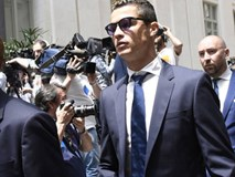 Ronaldo phải hầu tòa vào thứ Hai, vắng mặt ở trận Siêu kinh điển