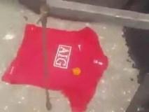 Fan cuồng Man Utd chôn áo Quỷ đỏ trong sân Etihad của Man City