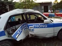 Truy đuổi xe chở ma túy, 4 công an bị thương