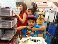 """Mùa tựu trường: Bố mẹ nên ngừng than vãn """"đắt thế"""" trước mặt con khi mua dụng cụ học tập, sách vở"""