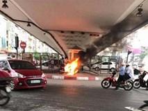 Hà Nội: Tự đốt xe máy khi bị CSGT bắt vi phạm?