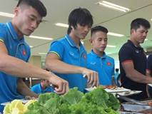 U22 Việt Nam hài lòng với bữa ăn thịnh soạn nhất từ ngày sang Hàn Quốc