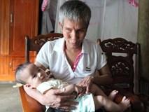 Người cha mù và ước mơ có nồi cháo móng giò cho con gái mắc bệnh tâm thần vừa sinh con