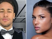 Neymar dẫn bạn gái siêu mẫu chào PSG, thành Paris phát cuồng