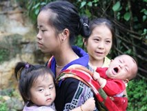 Cuộc sống của những người Mông không nhà sau lũ quét