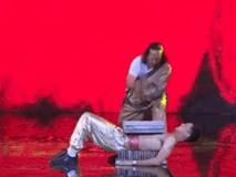 Chồng Tú Vi ẵm 200 triệu đồng nhờ diễn Kungfu, nằm trên bàn chông