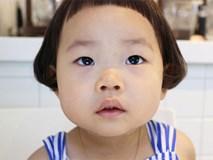 Cô nhóc Hàn Quốc có mái tóc 'gáo dừa' dễ thương đi đâu cũng được xuýt xoa