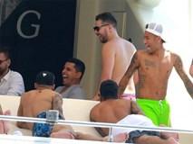 Neymar vui đùa trên du thuyền hạng sang trước khi ra mắt PSG