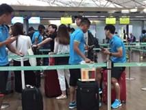 Công Phượng nghịch ngợm tại sân bay trước khi rời Hàn Quốc