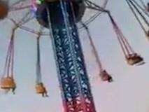 Đang chơi vui vẻ, chiếc vòng xoay trong công viên giải trí rơi tự do khiến 21 em nhỏ bị thương