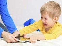 Trẻ nghiện smartphone và những tác hại khủng khiếp cha mẹ nhất định phải biết