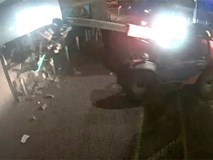 Nhóm trộm ở Anh lái máy xúc phá cây ATM