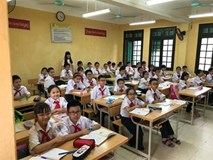 Hà Nội: 10 học sinh nổi mẩn ngứa, cay mắt sau khi nhà trường phun thuốc chống sốt xuất huyết
