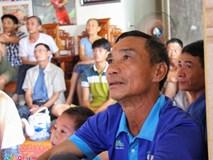 Cha mẹ Công Phượng mua tivi 65 inch để hàng xóm đến xem Sea Games