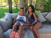 Bạn gái Ronaldo bị bố mẹ ruột bỏ rơi nhưng được mẹ chồng tương lai yêu mến