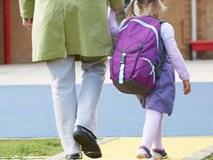 Chưa dạy con đủ 5 điều sau, đừng bao giờ để bé một mình tới lớp!