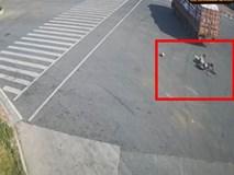 Vượt đèn đỏ, người phụ nữ đi xe máy điện thiệt mạng chỉ vì chủ quan dùng chân thay phanh