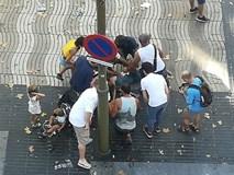 Video: Người dân hoảng loạn sau vụ lao xe khiến ít nhất 13 người thiệt mạng tại Barcelona
