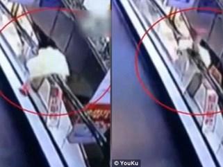 Bé gái 3 tuổi bị thương nặng vì ngã từ trên cao 4m xuống sau khi tự trèo lên tay vịn thang cuốn chơi